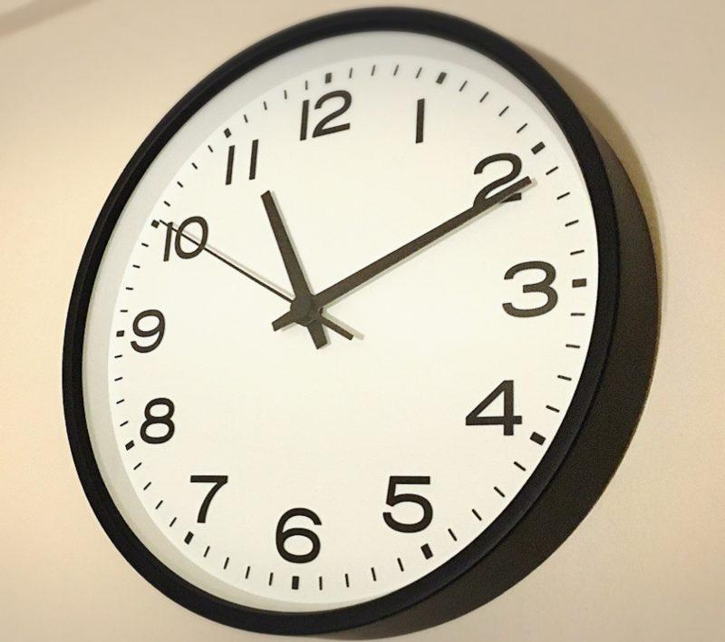 注文してからだいたい2〜3日で家に時計が到着♡ 速攻で開けてみると..やっぱり文字盤の感じもフレームのデザインもすっごくいい(*´ω`*)♩