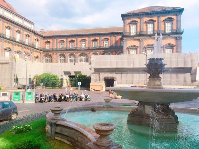 トリエステ・エ・トレント広場の噴水