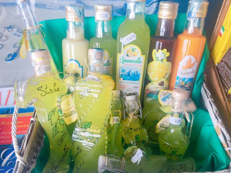 カプリ島のお土産レモンチェッロ