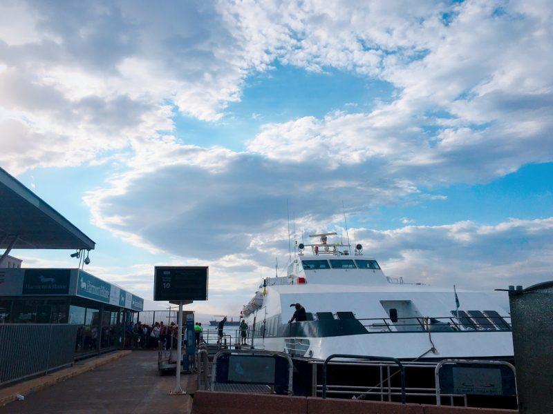 ナポリ港の船