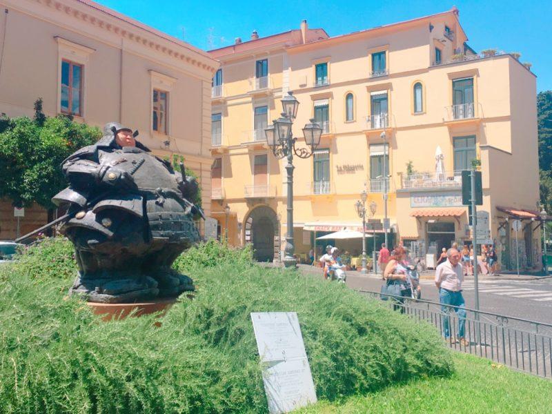 イタリアのソレントの侍像