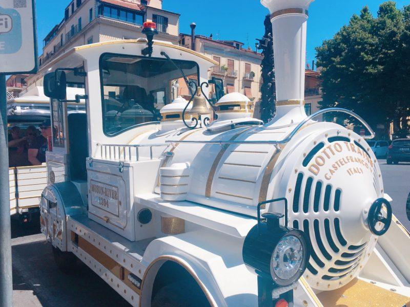 ソレントの白い汽車