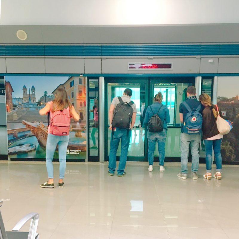 ローマ空港モノレールでターミナル移動