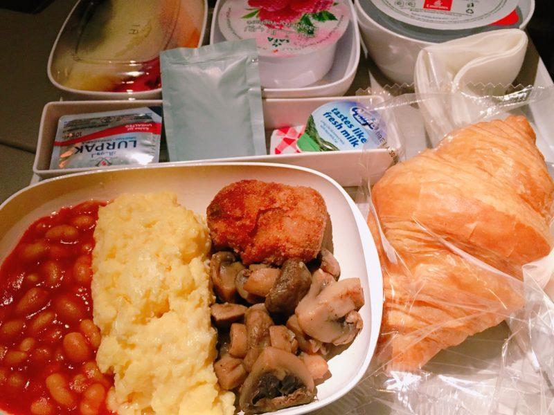 ドバイ→関空の機内食(エミレーツ航空)
