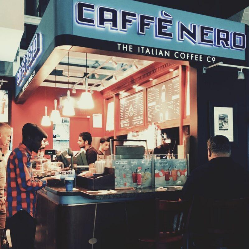 ドバイ空港内のカフェNERO
