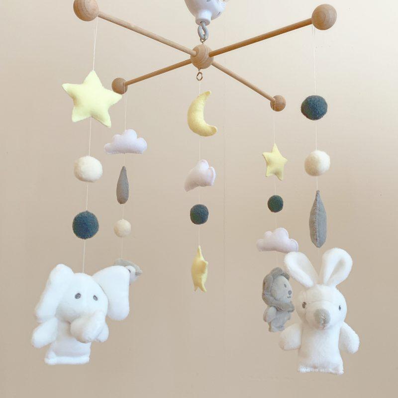 ニトリの指人形とダイソー商品でベッドメリーの完成♡