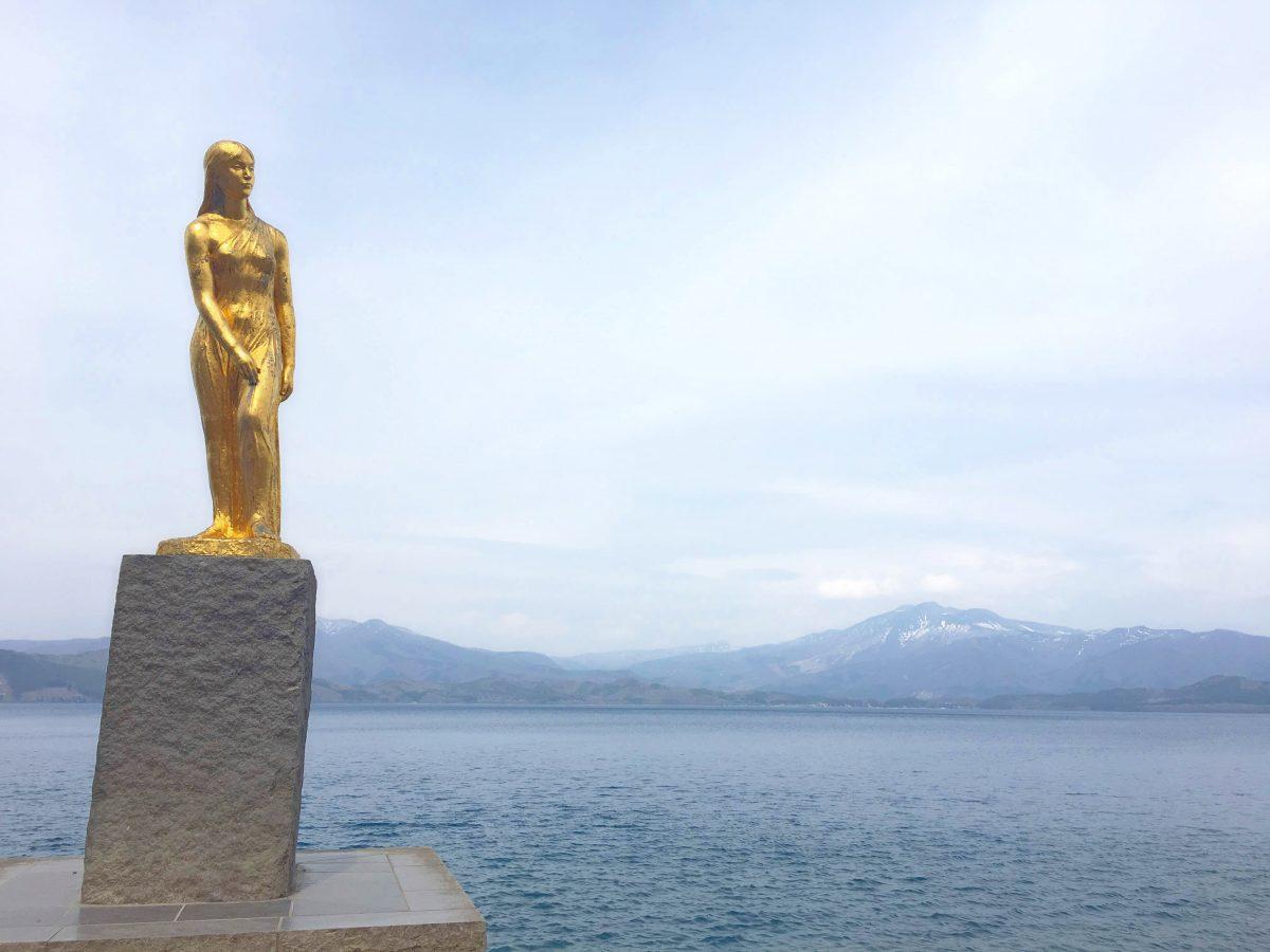日本一の深さ田沢湖*たつこ像