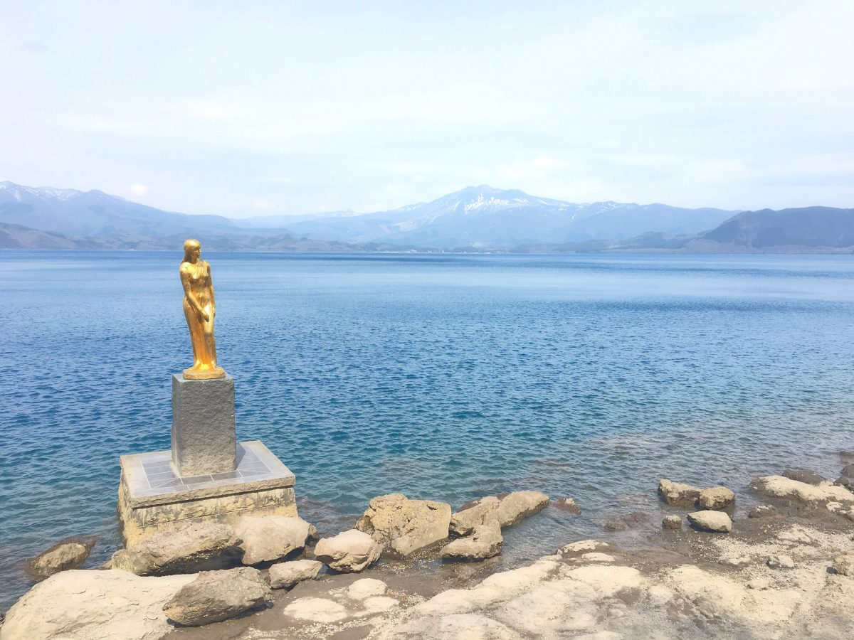 田沢湖のたつこ像