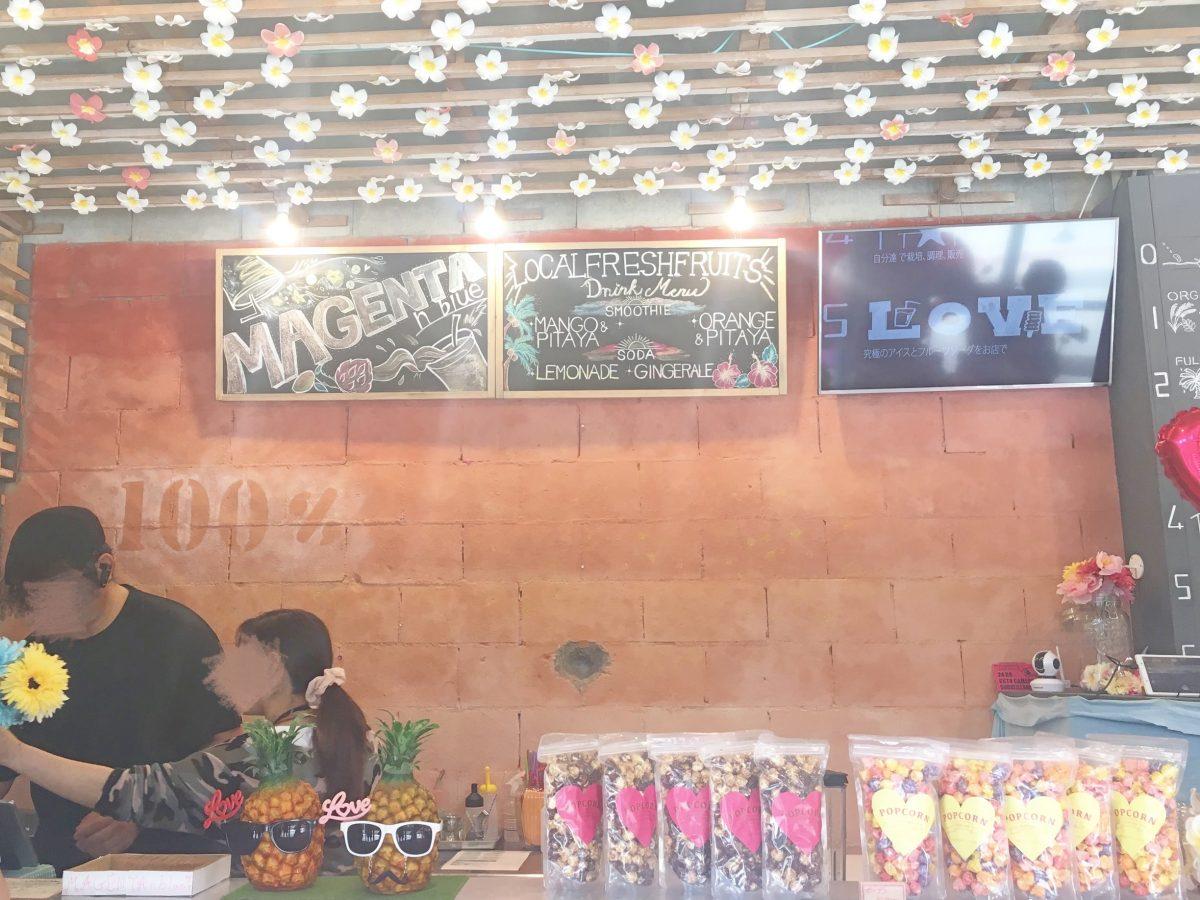 ピンクのLOVEが目印♡恩納村のインスタ映えジュースバー『マジェンタンブルー』