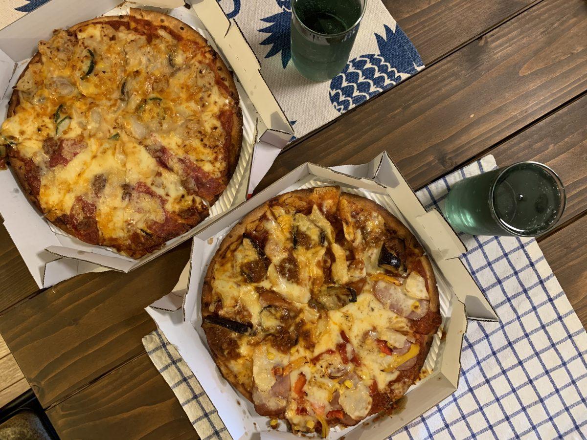 ピザと無印のメロンソーダ