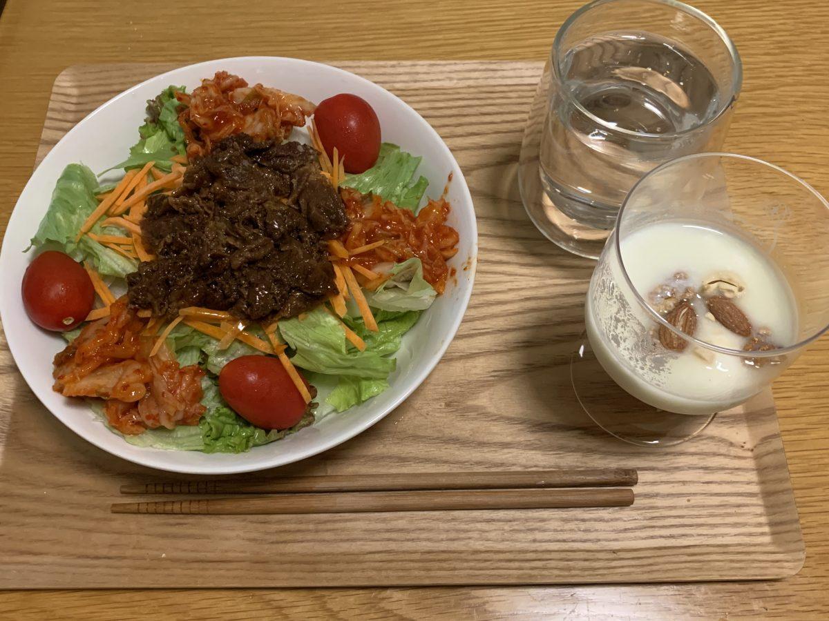 牛カルビサラダとヨーグルト