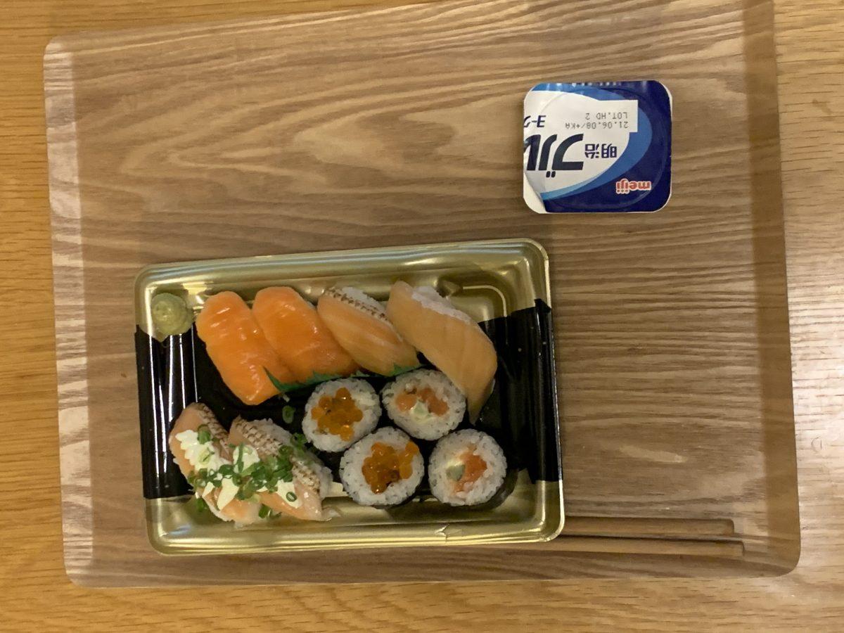 お寿司とヨーグルト
