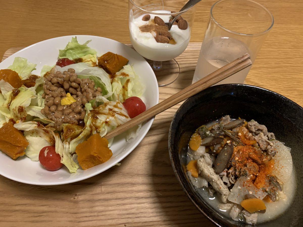 サラダと豚汁
