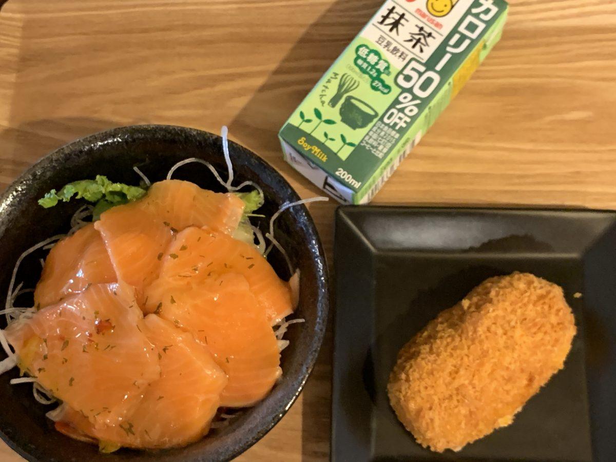 カニクリームコロッケとサーモンカルパッチョ丼