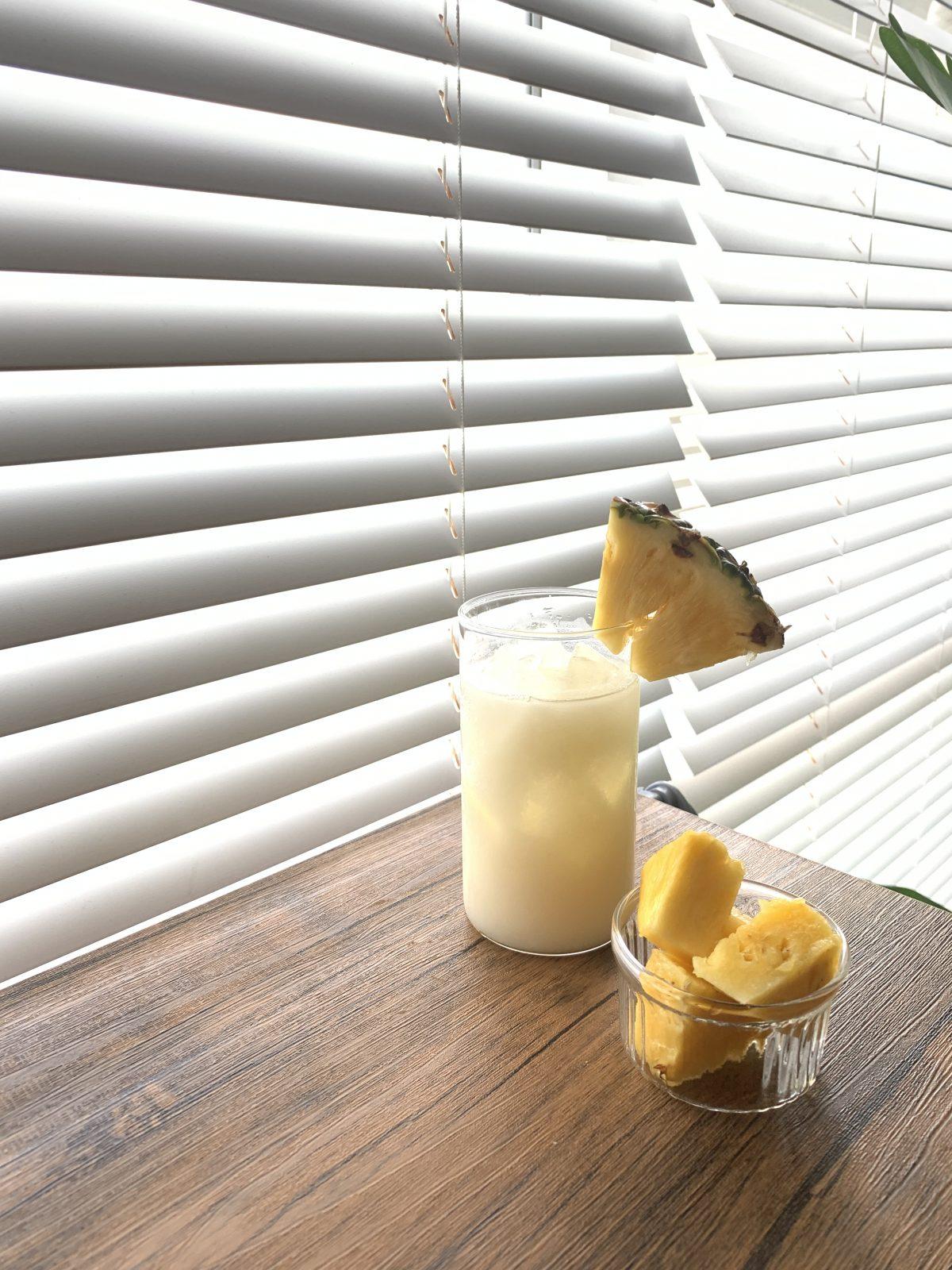 パイナップルとパイナップルスムージー